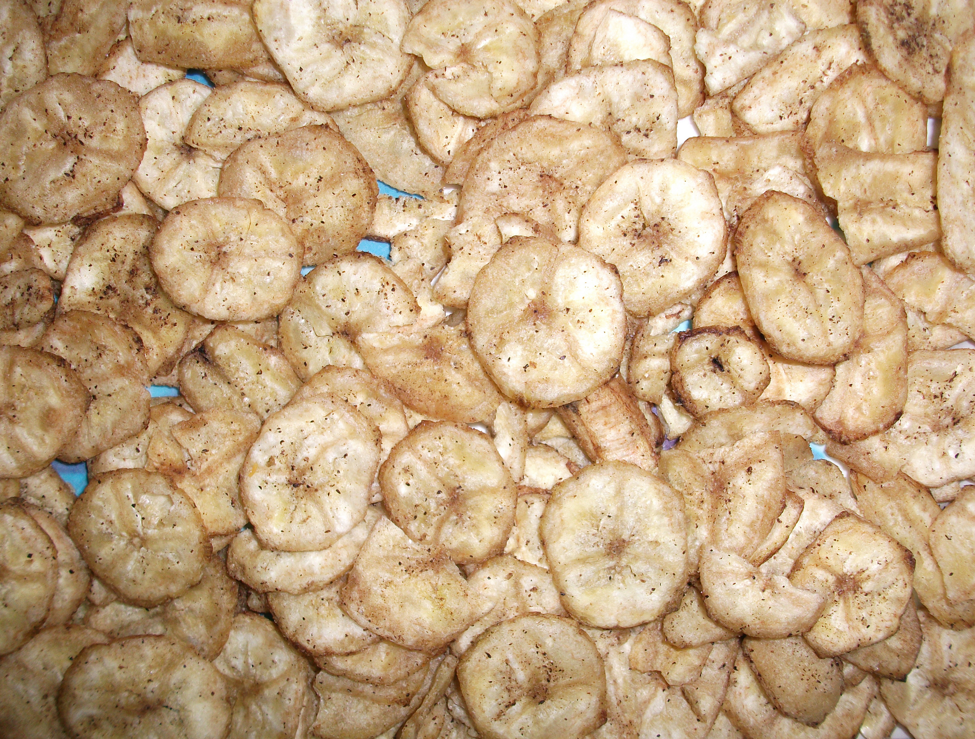 """Finger Food Banana Wafers with Black Pepper Flavor"""
